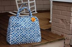 Amy Butler Weekender bag.  I need to make this but lawd it looks complicated.