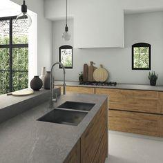 plan-de-travail-ceramique-aspect-pierre-grise-ilot-rangements-bois #cocinasmodernasabiertas