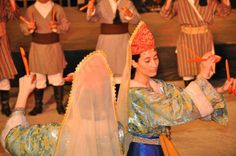 Traditional costumes and greek dance with spoons from Cappadocia, Asia Minor/ Ο χορος των κουταλιων απο την Καππαδοκια της Μικρας Aσιας αντικριστός χορός, που χορευόταν σ' ολόκληρη την Καππαδοκία και που χορεύεται ακόμη και σήμερα από όλους τους πρόσφυγες δεύτερης και τρίτης γενιάς.Παλιά χορευόταν μόνο από ζευγάρια γυναικών ή ανδρών ή από παντρεμένα ανδρόγυνα.