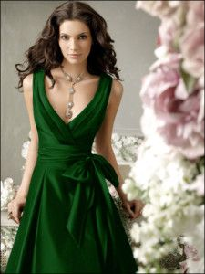 Emerald green bridesmaid dress. I LOVE this color green.