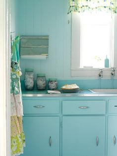 Turquoise Kitchen Design Ideas, Pictures, Remodel, and Decor 1950s Decor, Retro Home Decor, Cottage Kitchens, Home Kitchens, Retro Kitchens, Colorful Kitchens, Deco Pastel, Design Lounge, Chair Design