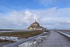 Passerelle vers le Mont Saint-Michel, département de la Manche et région de Normandie