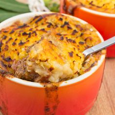 """Mince and sweet potato pie """"Minced meat: product knowledge and tips Minced… Mince Recipes, Cooking Recipes, Cooking Food, Vegetarian Recipes, Low Carb Shepherds Pie, Sweet Potato Toppings, Breakfast Potato Casserole, Pork Casserole, Cottage Pie"""