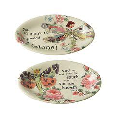 Estas pequeñas bandejas son perfectas para jabones o como joyero, contienen un diseño romántico ideal para la mamá que aprecia hasta el más mínimo detalle.