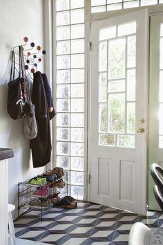 Hall de acceso con perchero Eames