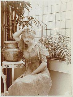 Delphos. Isadora Duncan, Eleonora Duse, Sara Bernhardt, la marquesa Luisa Casati o la baronesa Rothschild, fueron algunas de sus admiradoras