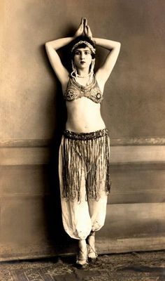 My Bohemian History maudelynn: Dancer Janet McGrew ThatBohemianGirl Vintage Gypsy, Vintage Girls, Vintage Beauty, Vintage Fashion, Vintage Witch, Vintage Woman, Vintage Glam, Vintage Stuff, Belly Dancer Costumes