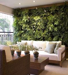 40 Beautiful Living Green Walls You Can Copy Feed your design ideas with these beautful green wall designs. 40 living green wall ideas you can copy now. Balkon Design, Terrasse Design, Interior And Exterior, Interior Design, Kitchen Interior, Lobby Interior, Interior Garden, Apartment Balconies, Apartment Plants