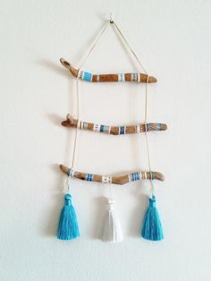 Painted Driftwood, Driftwood Art, Painted Wood, Wood Sticks, Painted Sticks, Diy Arts And Crafts, Craft Stick Crafts, Driftwood Projects, Boho Wall Hanging