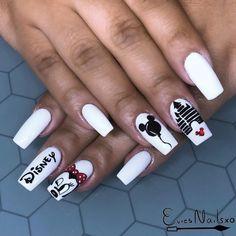 36 Classic Disney Themed Nail Art Designs – The Thrifty Kiwi – Disney nägel – Nails Disney Acrylic Nails, Summer Acrylic Nails, Best Acrylic Nails, Simple Nail Art Designs, Fall Nail Designs, Acrylic Nail Designs, Trendy Nails, Cute Nails, Disneyland Nails