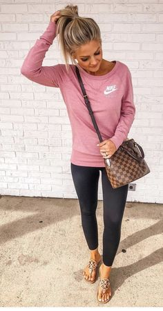 awesome Casual fall fashion trends 2019 Source by fashion night out Mom Outfits, Casual Fall Outfits, Spring Outfits, Cute Outfits, Simple Outfits, Outfit Winter, Night Outfits, Jean Outfits, Casual Drinks Outfit