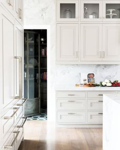 Major kitchen and butler pantry envy over this beauty by @alicelaneinteriors