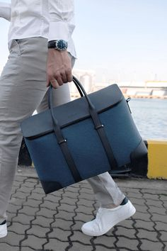 Meet our Aviator Hassle-Free Weekender, exquisitely blended of resilient duffel and chic carry-on for your daily adventures. Fashion Handbags, Fashion Bags, Men's Fashion, Leather Men, Leather Bags, Custom Bags, Casual Bags, Cloth Bags, Luxury Bags