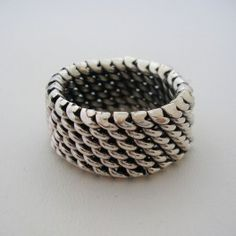 Mexican silver ring 925 with a wonderful basket weave built. This is a very unique silver design that looks amazing and make a nice jewelry ornament.