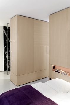 germany 2014 - apartment - refurbishment - marble - komdo.co - .PSLAB - zementfabrik - oak - cement - bedroom - ensuite bathroom - wardrobe - push to open - schlafzimmer - einbaumöbel - holz - eiche - kleiderschrank - bett