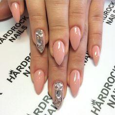 Stiletto nails @ Korten Stein☻