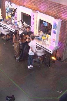 Niall talking with Alex and Sierra backstage on x factor