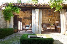 Um escola que virou casa. Veja: http://www.casadevalentina.com.br/blog/detalhes/uma-escola-que-virou-casa-3017 #decor #decoracao #interior #design #casa #home #house #idea #ideia #detalhes #details #style #estilo #casadevalentina