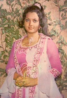 Yogeeta Bali Yogeeta Bali, Indian Goddess, Indian Star, Bollywood Stars, Classic Beauty, Bollywood Actress, Most Beautiful, Saree, Glamour