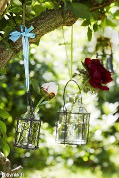 Kuusi ihanaa pioniasetelmaa | Kotivinkki Text: Cecilia Grender Pic: Caroline Tengen #flower #peony Outdoor Decor, Container Gardening, Flowers, Garden, Hanging, Bird Feeders, Outdoor