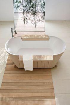 Interior inspiration - wood and whites. Voor meer interieur inspiratie kijk ook eens op http://www.wonenonline.nl/interieur-inrichten/