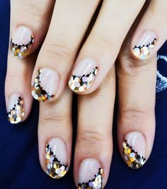8 Holiday Nail Art Ideas That Aren't Cheesy via @byrdiebeauty