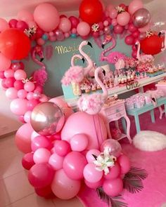 There are many ideas for your baby birthday party, balloon decorations are popular in such parties. Baby Birthday Themes, Birthday Balloon Decorations, Flamingo Birthday, Birthday Balloons, 1st Birthday Parties, Girl Birthday, Birthday Table, Cake Birthday, Pink Flamingo Party