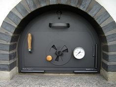 Australian craftsman Michael Moerkerk recycles discarded keys and transforms them into unique works of art. Build A Pizza Oven, Pizza Oven Outdoor, Outdoor Cooking, Woodfired Pizza Oven, Oven Design, Brick Bbq, Grill Oven, Bread Oven, Four A Pizza