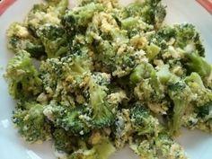 Brokkoli Rührei     300g TK Broccoli     3 Eier     30g geriebenen Käse     Salz, Pfeffer, Muskat, Suppenbrühe
