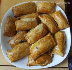 Oravské fazuľové taštičky z lístkového cesta - recept | Varecha.sk Empanadas, Lentils, Sweet Potato, Ale, Chili, Beans, Potatoes, Vegetables, Food