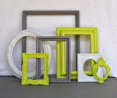 Decorar una pared con marcos vacíos