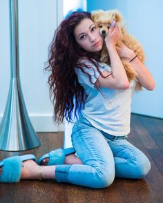 Tried stealing 🐶🤧🖤can u blame me? Tag someone who would steal this dog Jake And Erika, Danielle Bregoli, Pretty Asian Girl, Future Wife, Instagram Girls, Celebs, Celebrities, Picture Poses, Dyed Hair