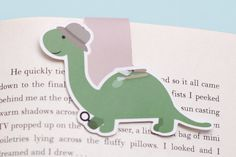 Read and Plan with your very own Dino the Dinosaur magnetic bookmark! With the use of magnets, the bookmark is able to clip over your page and stay