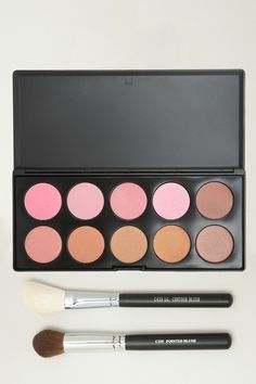 EEK! Perfect addition to your kit. You get the 3-piece Contour Kit for only $25.00 via @HauteLook until Monday. (it's a 71% savings) #LovesIt