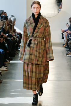 Suno Fall 2016 Ready-to-Wear Fashion Show   http://www.theclosetfeminist.ca/  http://www.vogue.com/fashion-shows/fall-2016-ready-to-wear/suno/slideshow/collection#2