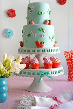 Kitchy Strawberry Cake & Cupcakes