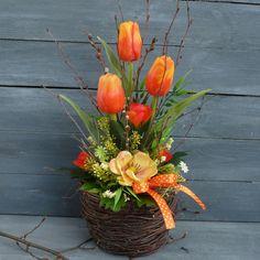 Basket Flower Arrangements, Creative Flower Arrangements, Flower Vases, Floral Arrangements, Easter Flowers, Fresh Flowers, Spring Flowers, Wood Box Centerpiece, Amazing Flowers
