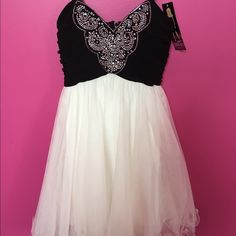 Dress Black and white cocktail dress gorgeous never worn brand new with tags BRAND NEW PINK Victoria's Secret Dresses