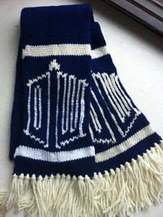 Doctor Who/TARDIS scarf pattern (free on Ravelry)