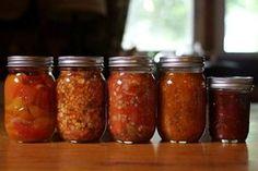 Αποθηκεύστε φαγητά σε γυάλινα βαζάκια με τις παλιές μακεδονίτικες μεθόδους και φτιάξτε ένα εξαιρετικό γλύκισμα με τις φλούδες πορτοκαλιού που κανονικά θα πετάγατε. Canning Tips, Greek Recipes, Kitchen Hacks, Food Network Recipes, Food To Make, Spinach, Salsa, Easy Meals, Food And Drink