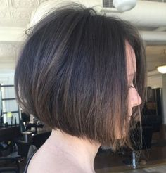 60 Best Short Bob Haircuts and Hairstyles for Women - My list of the most creative hairstyles Graduated Bob Hairstyles, Blunt Bob Hairstyles, Straight Hairstyles, Short Wavy Hair, Short Hair Styles, Short Length Haircuts, Brunette Hair Cuts, Baylage Brunette, Brunette Bob Haircut