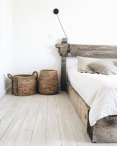 Epure and imperfection. Far from being a trend, it's a true philosophy of life[ Wabi Sabi. Minimalism and imperfection. Far for being (just) a trend, it's a lifestyle ] Wabi sabi. Dream Bedroom, Home Bedroom, Bedroom Decor, Bedroom Ideas, Master Bedroom, Bedroom Designs, Warm Bedroom, Bedroom 2018, Bedroom Images