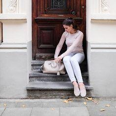 "CoatMax Mara(alsohere) – HatMaison Michel ""Henrietta"" (auchhier) – Silk shirtFrame Denim– JeansCitizens of Humanity– Shoes Chanel (similar versionhere) – Han…"