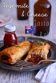 Happy Australia Day With Vegemite & Cheese Sausage Rolls! I wonder if I can adapt this to use vegetarian sausages. Aussie Food, Australian Food, Australian Recipes, English Recipes, Cheese Sausage, Sausage Rolls, Veggie Sausage, Veggie Food, Vegemite Recipes