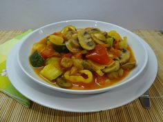Gombás lecsó 1 Ratatouille, Thai Red Curry, Ethnic Recipes, Food, Mushrooms, Essen, Meals, Yemek, Eten