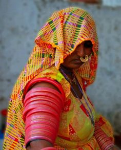 A Pakistani Sindhi Hindu lady in her Sindhi traditional attire from Tharparkar district (Sindh, Pakistan)  Tharparkar district is predominantly populated by Sindhi Hindus who make up the total of 2.5 million population of the district.  Photo courtesy: (Pakistan Travel Places)