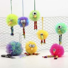 Easter Decorations made from Pom-Poms - Creative activities Crafts For Teens, Diy For Kids, Crafts For Kids, Arts And Crafts, Pom Pom Crafts, Yarn Crafts, Pom Pom Animals, Diy And Crafts Sewing, Diy Easter Decorations