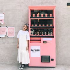 21 Designs That Deserve Standing Ovation - An inventive way to a sweet world in Korea Decoration Design, Display Design, Cafe Design, Store Design, Café Bar, Cafe Interior, Stylenanda, Retail Shop, Beauty Bar
