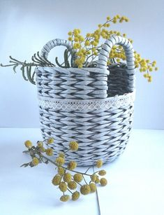 Basket Weaving Patterns, Newspaper Basket, Paper Jewelry, Wicker Furniture, Cozy House, Wicker Baskets, Handicraft, House Styles, Crafts