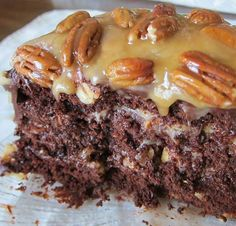 Ingredients : 1 cup chocolate chips 2 cups pecans 3/4 cup melted butter 1/2 cup evaporated milk 1 (14 ounce) bags caramels 1 1/3 cups water ( or as called for by your cake mix) 1/3 cup oil ( or as called for by your cake mix) 3 eggs ( or as called for by your cake mix) 1 (18 ounce) boxes German choc…
